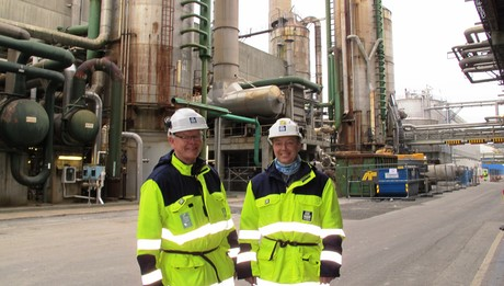 Herøya Industripark. The old nitric acid plant is being demolished in order to make space for the new one. Site manager Olav Storkaas (left) and project manager Jostein Braaten.